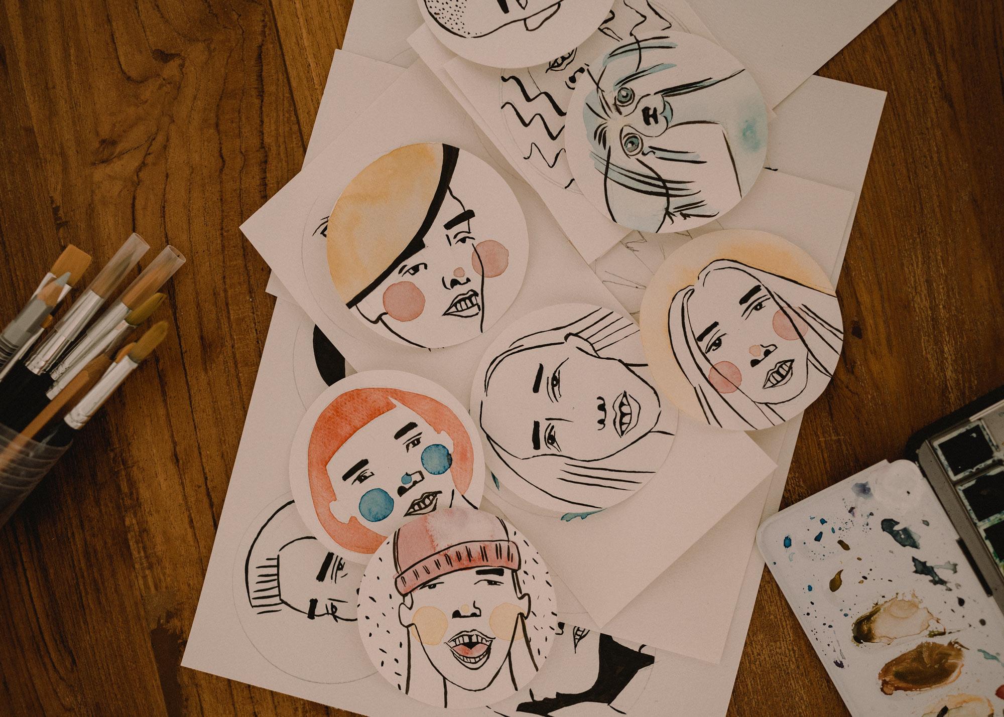 Viele Entwürfe auf Papier