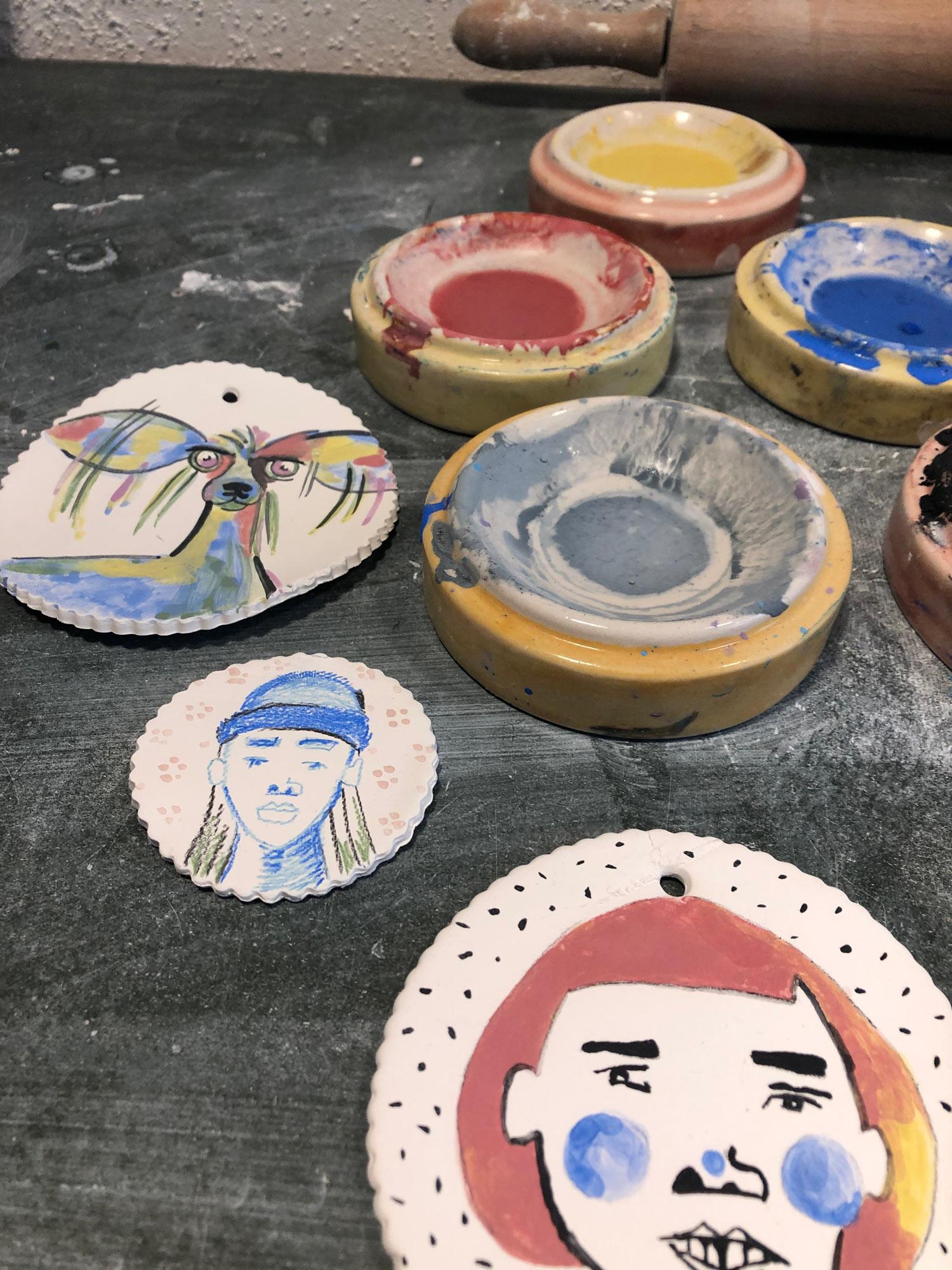 Dokumentation des ersten Tests, auf Keramik zu malen